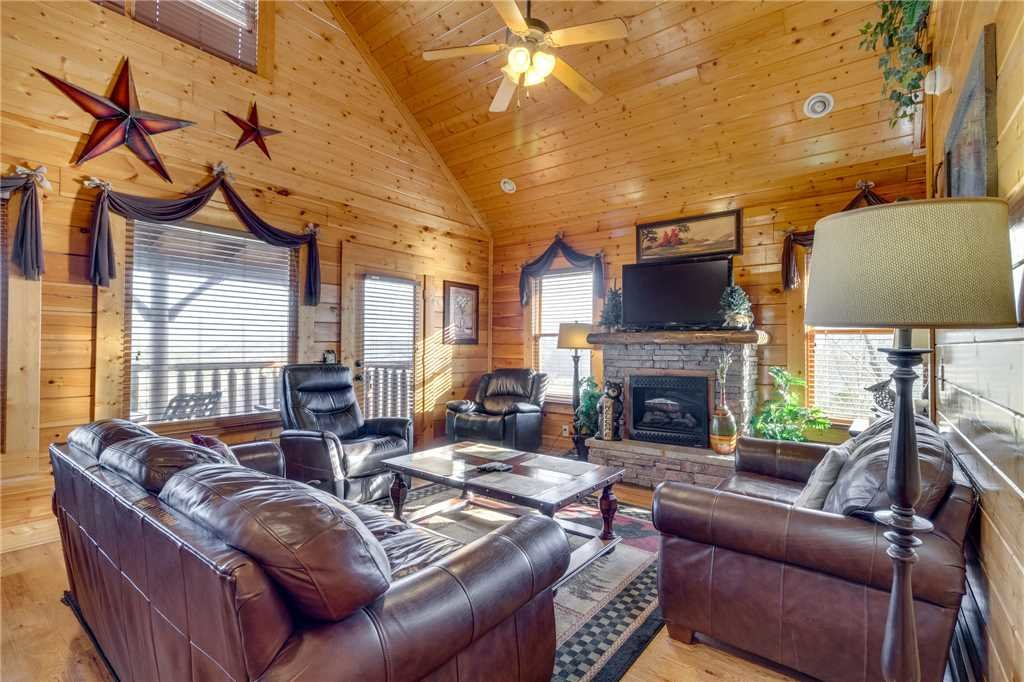 Photo of a Sevierville Cabin named Mountain Mist - This is the first photo in the set.