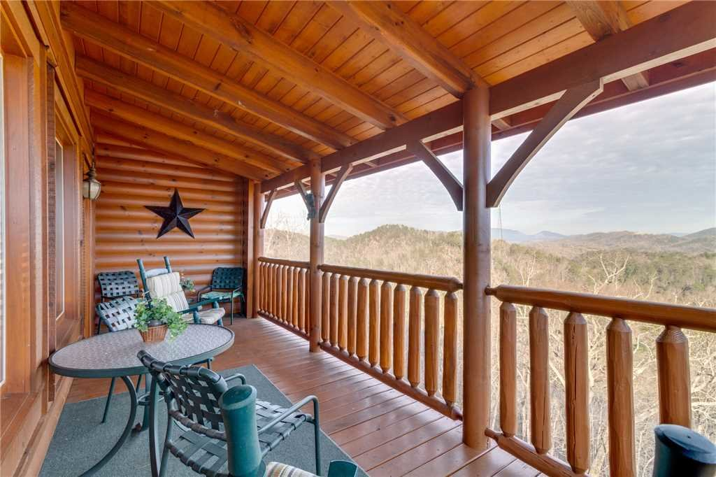 Photo of a Sevierville Cabin named Mountain Mist - This is the fourteenth photo in the set.