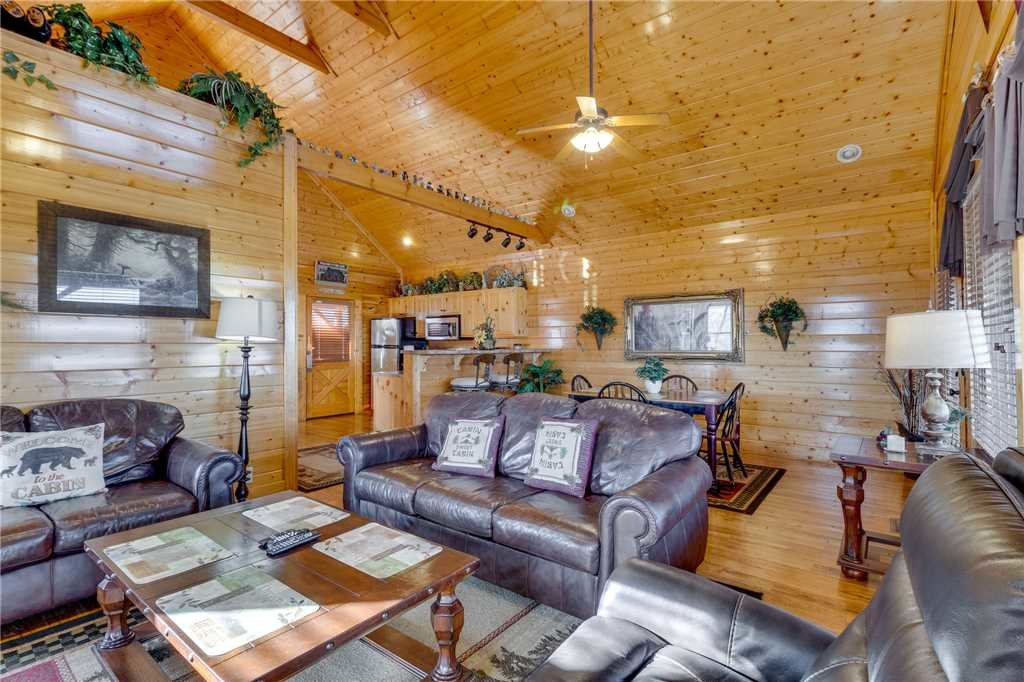 Photo of a Sevierville Cabin named Mountain Mist - This is the third photo in the set.
