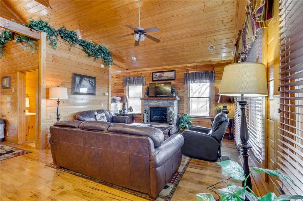 Photo of a Pigeon Forge Cabin named Southern Grace - This is the third photo in the set.