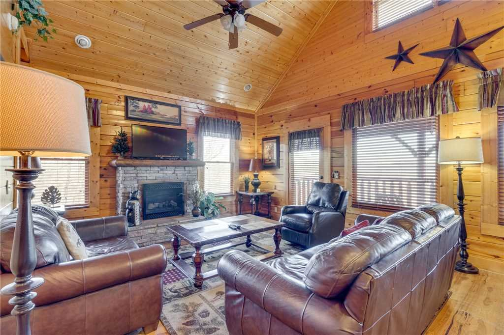 Photo of a Pigeon Forge Cabin named Southern Grace - This is the second photo in the set.