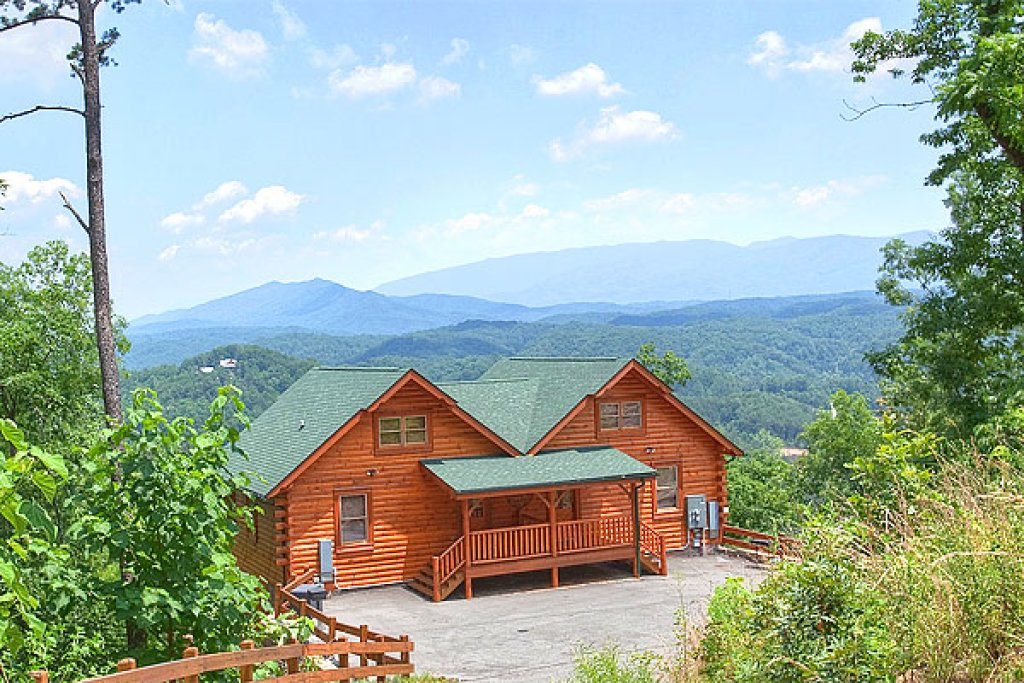 Photo of a Pigeon Forge Cabin named Southern Grace - This is the first photo in the set.