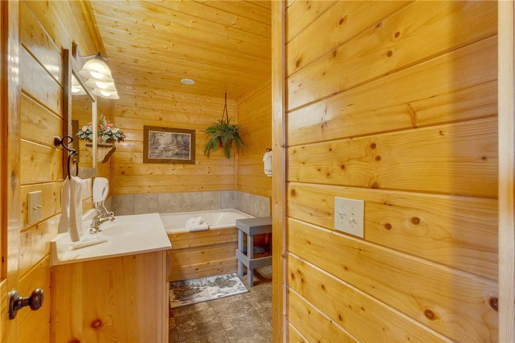 Photo of a Pigeon Forge Cabin named Southern Grace - This is the thirtieth photo in the set.