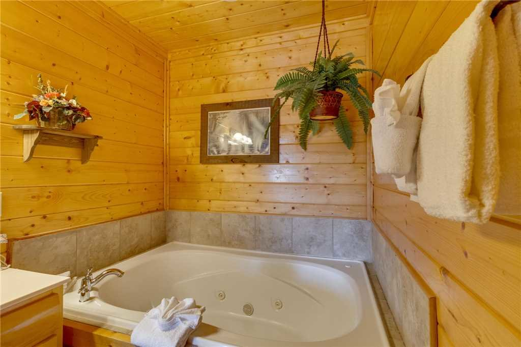Photo of a Pigeon Forge Cabin named Southern Grace - This is the thirty-first photo in the set.