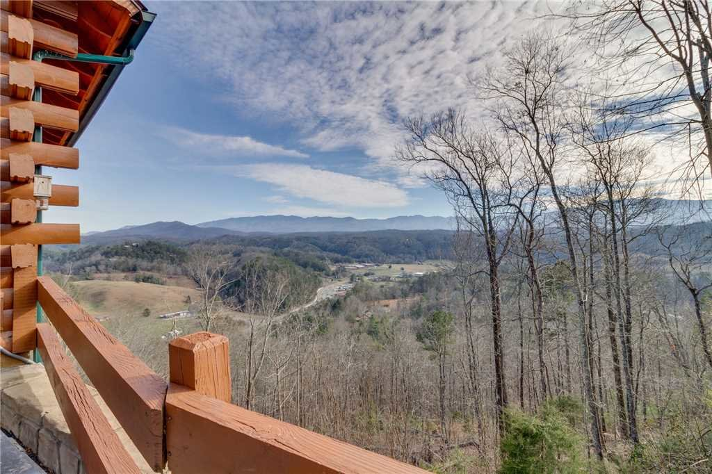 Photo of a Pigeon Forge Cabin named Southern Grace - This is the forty-third photo in the set.
