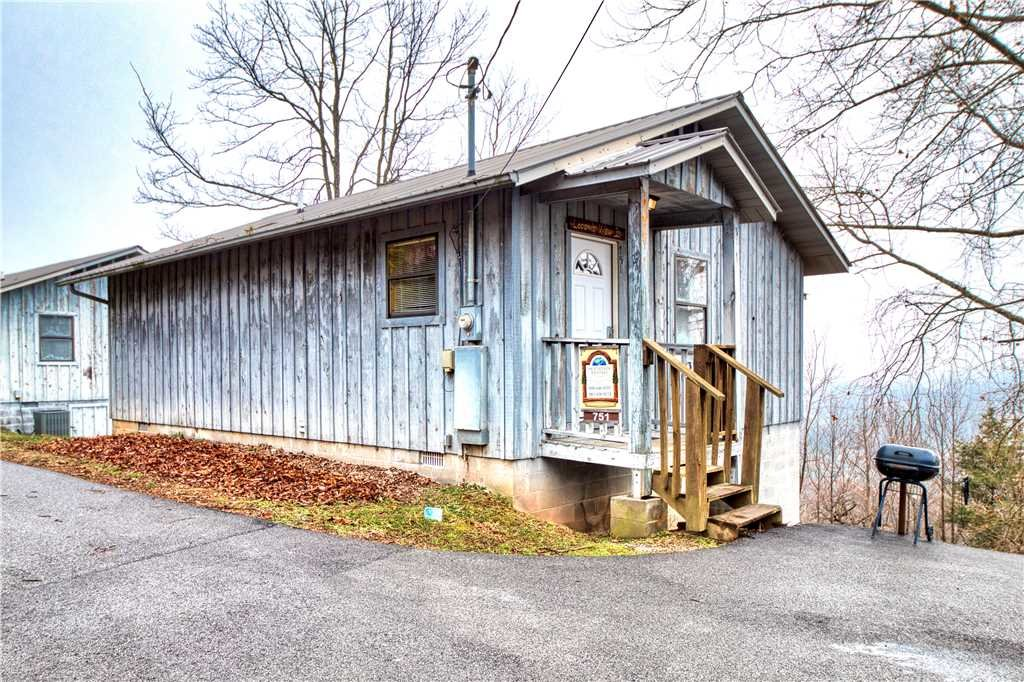 Photo of a Gatlinburg Cabin named Leconte View 2 - This is the eighteenth photo in the set.