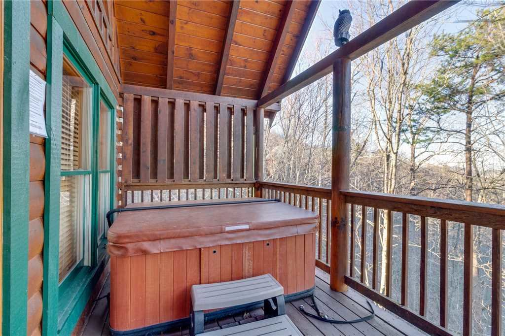 Photo of a Pigeon Forge Cabin named Robin's Rest - This is the thirty-second photo in the set.