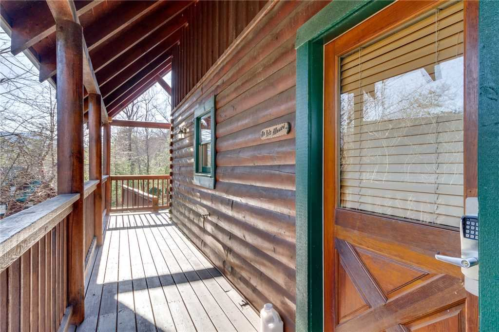 Photo of a Pigeon Forge Cabin named Robin's Rest - This is the fiftieth photo in the set.