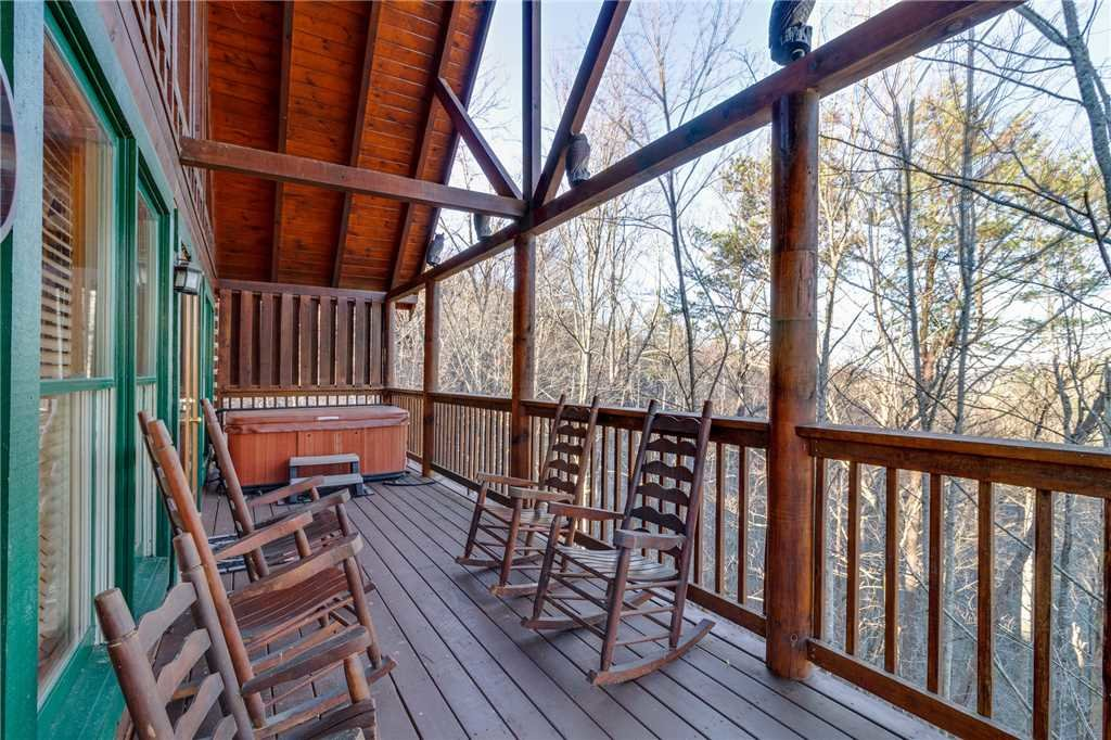 Photo of a Pigeon Forge Cabin named Robin's Rest - This is the thirty-first photo in the set.