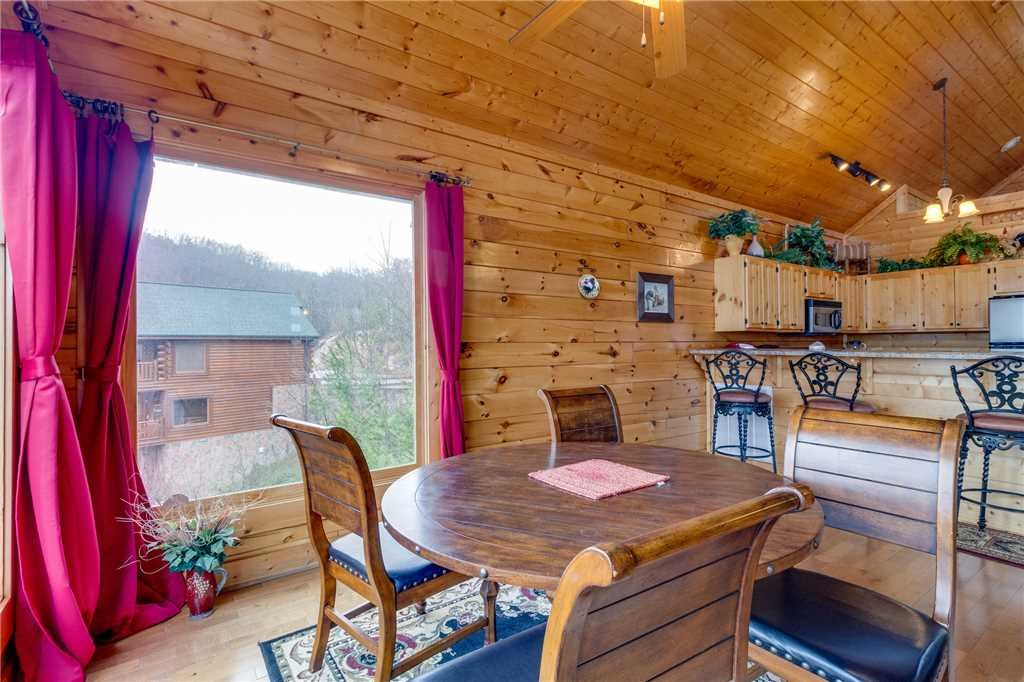Photo of a Pigeon Forge Cabin named Pleasant View Ridge - This is the ninth photo in the set.
