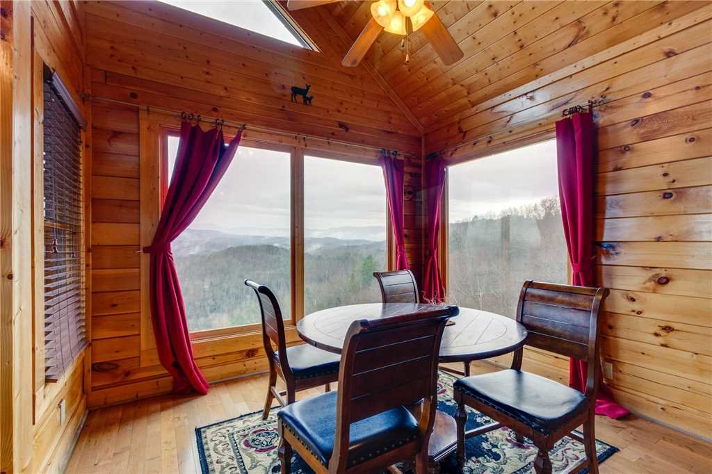 Photo of a Pigeon Forge Cabin named Pleasant View Ridge - This is the tenth photo in the set.
