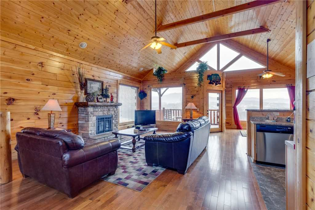 Photo of a Pigeon Forge Cabin named Pleasant View Ridge - This is the third photo in the set.