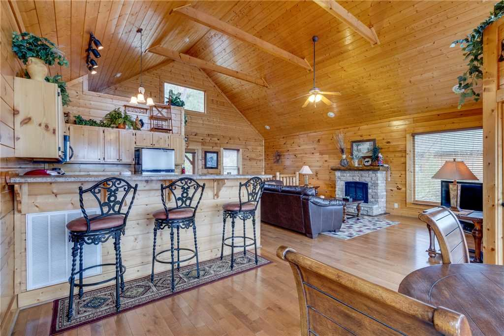Photo of a Pigeon Forge Cabin named Pleasant View Ridge - This is the twelfth photo in the set.