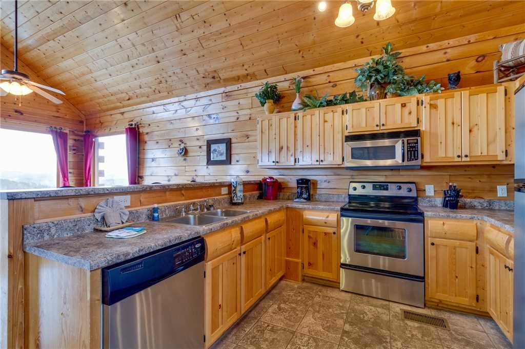 Photo of a Pigeon Forge Cabin named Pleasant View Ridge - This is the fifteenth photo in the set.