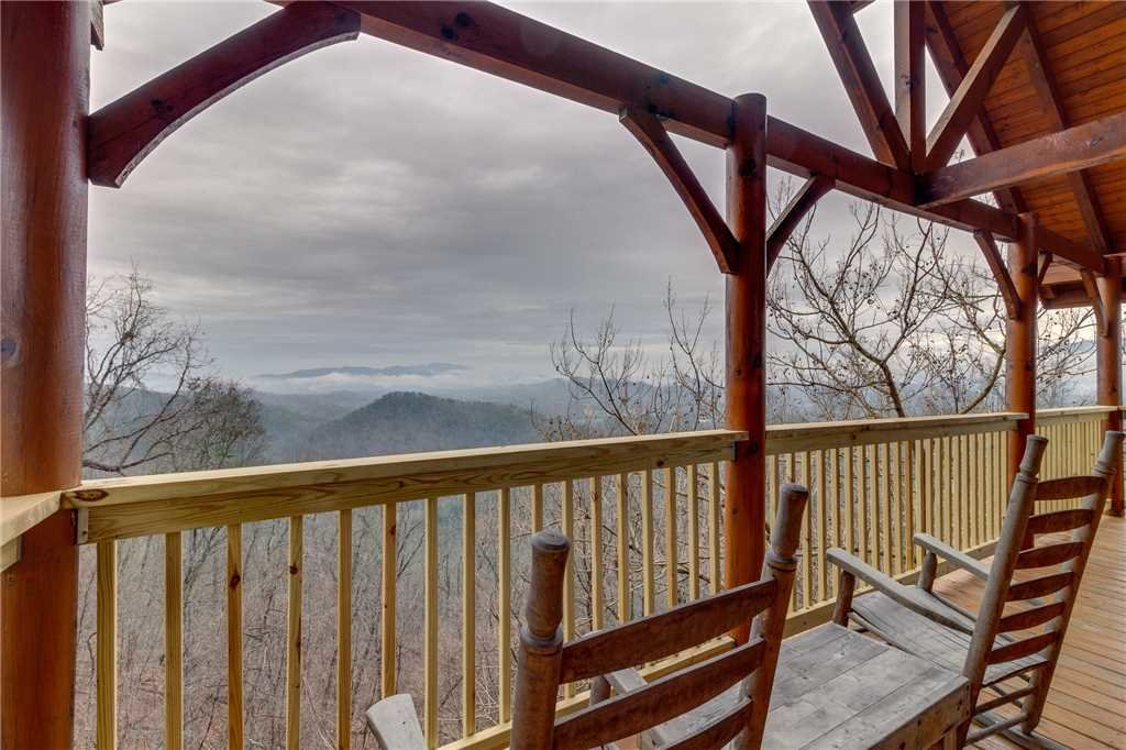 Photo of a Pigeon Forge Cabin named Bearly Believable - This is the thirty-third photo in the set.