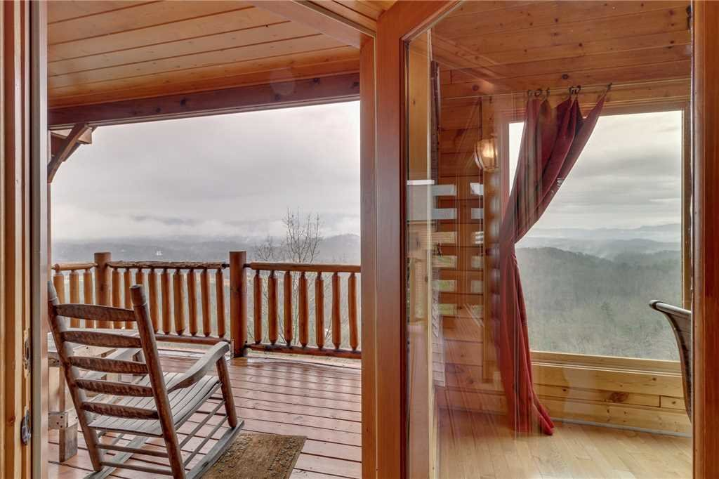 Photo of a Pigeon Forge Cabin named Pleasant View Ridge - This is the eighteenth photo in the set.