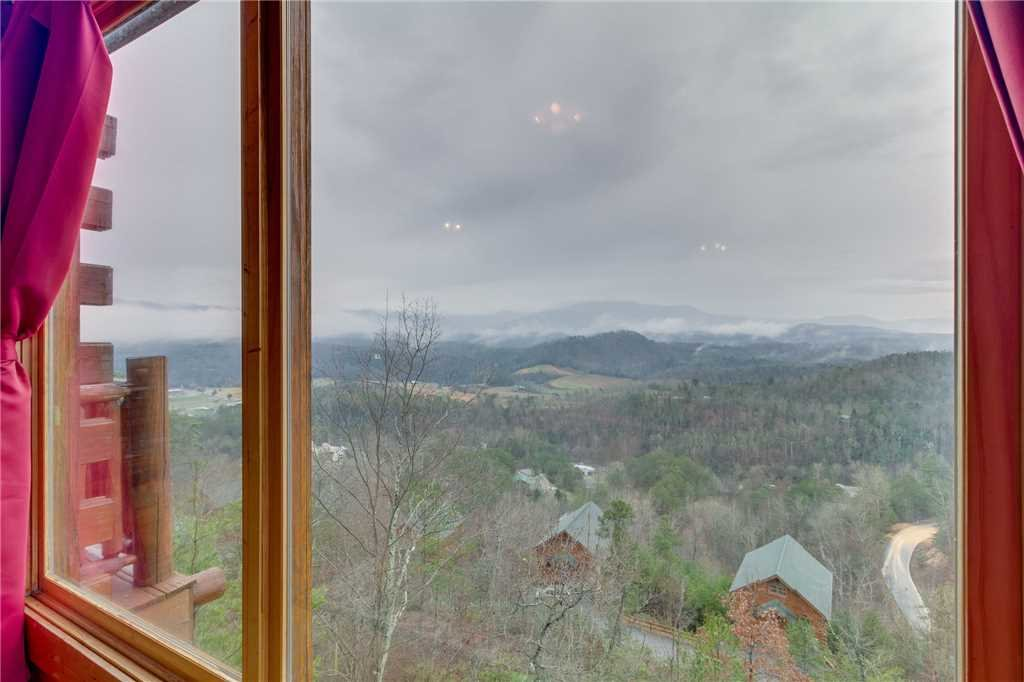 Photo of a Pigeon Forge Cabin named Pleasant View Ridge - This is the eighth photo in the set.