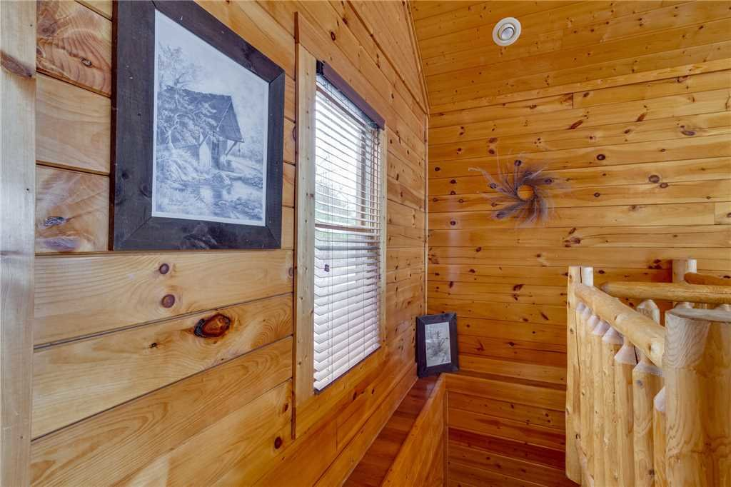 Photo of a Pigeon Forge Cabin named Pleasant View Ridge - This is the twenty-eighth photo in the set.