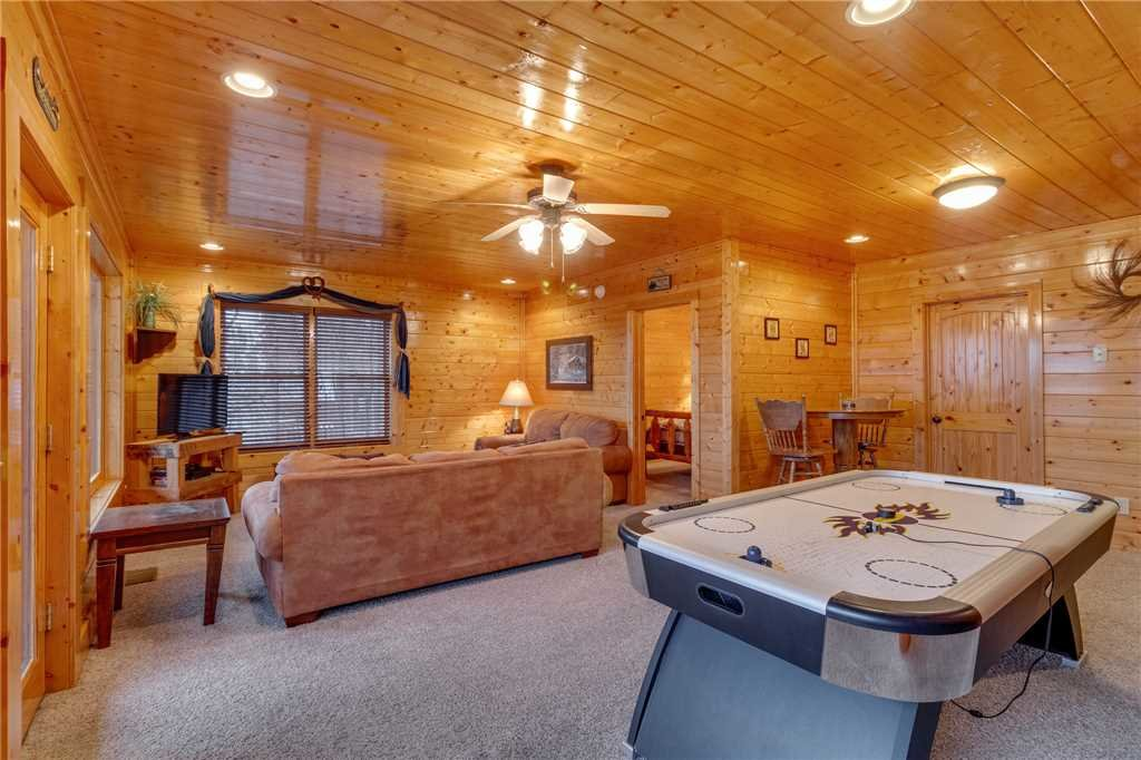Photo of a Pigeon Forge Cabin named Bearly Believable - This is the forty-first photo in the set.