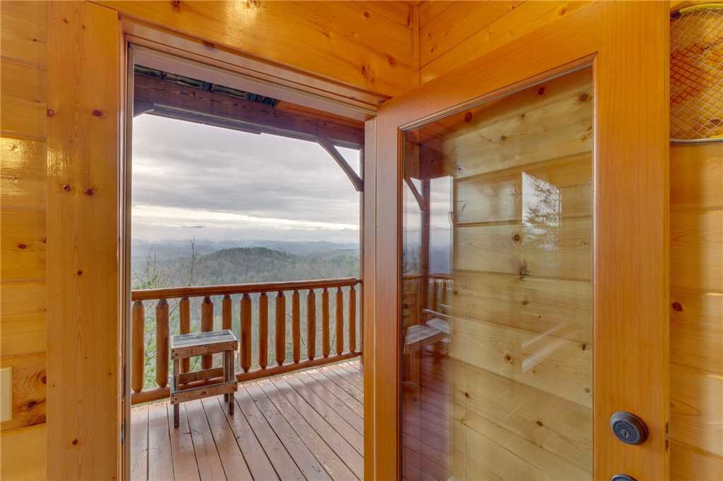 Photo of a Pigeon Forge Cabin named Pleasant View Ridge - This is the thirty-ninth photo in the set.
