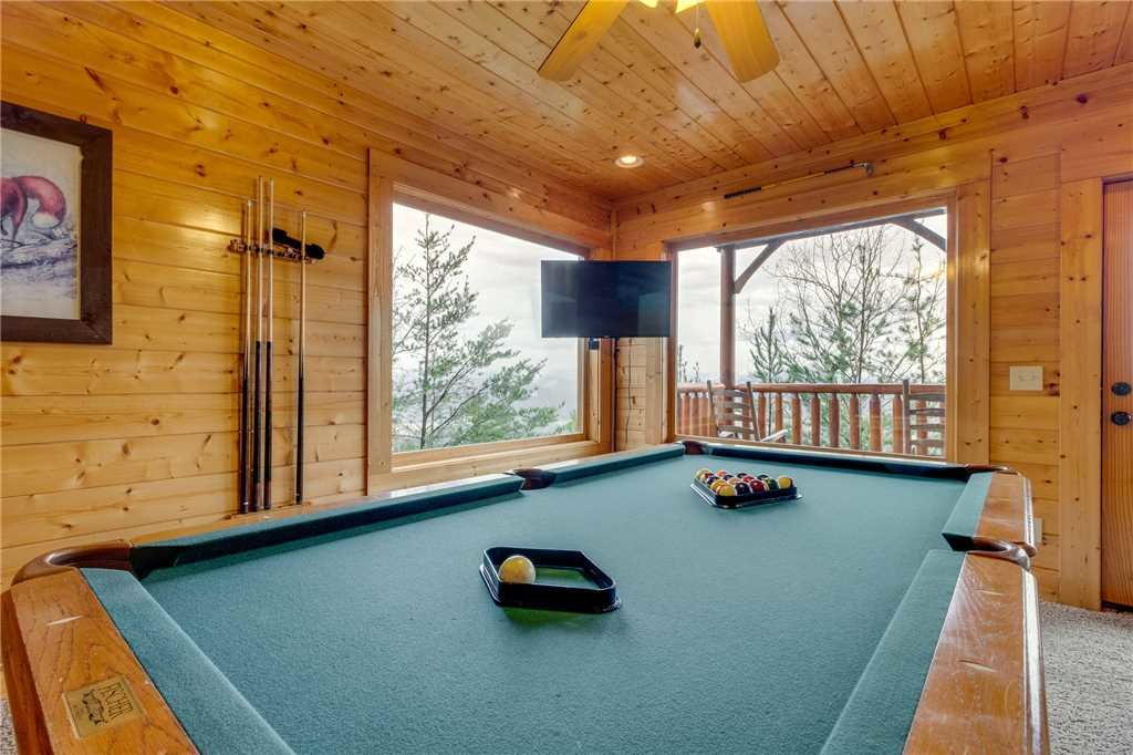 Photo of a Pigeon Forge Cabin named Pleasant View Ridge - This is the thirty-second photo in the set.