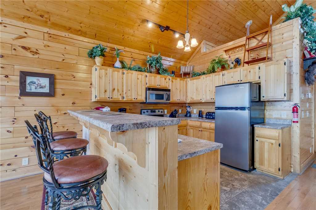 Photo of a Pigeon Forge Cabin named Pleasant View Ridge - This is the seventeenth photo in the set.