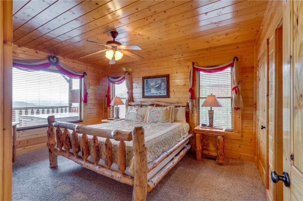 Photo of a Pigeon Forge Cabin named Pleasant View Ridge - This is the thirty-third photo in the set.