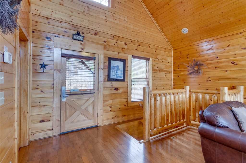 Photo of a Pigeon Forge Cabin named Pleasant View Ridge - This is the twenty-seventh photo in the set.