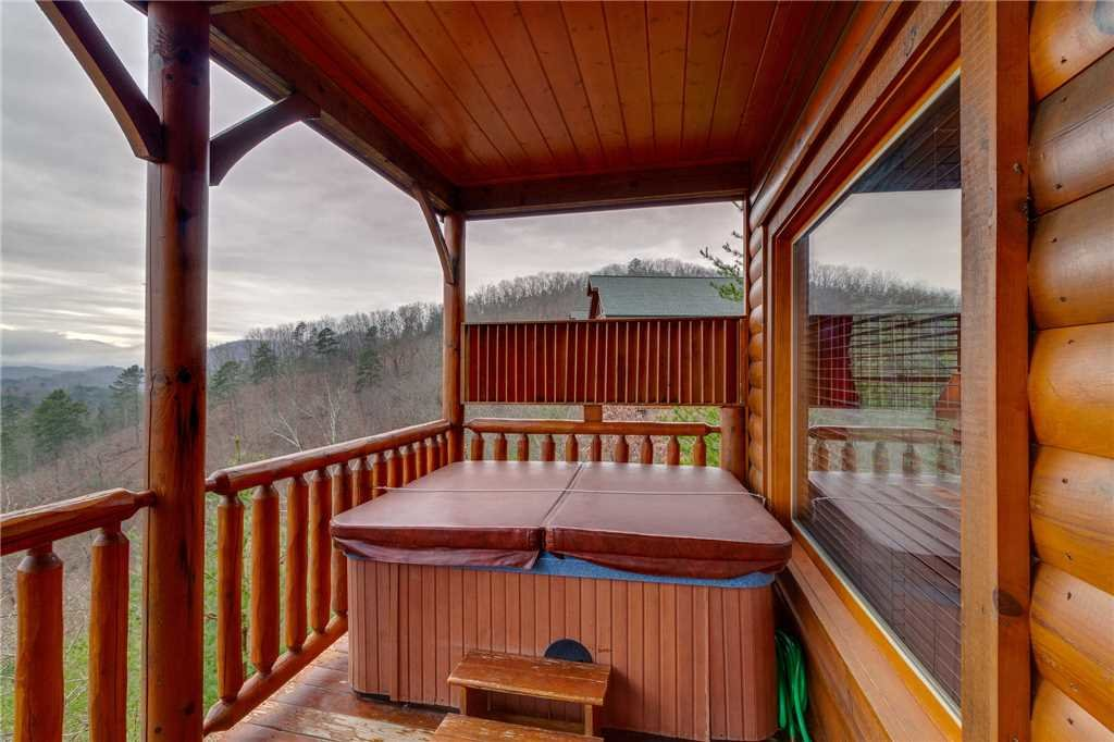Photo of a Pigeon Forge Cabin named Pleasant View Ridge - This is the forty-second photo in the set.