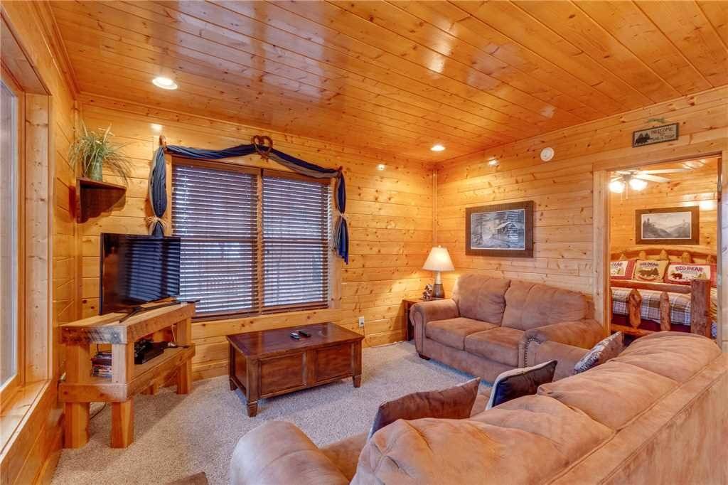 Photo of a Pigeon Forge Cabin named Bearly Believable - This is the forty-second photo in the set.
