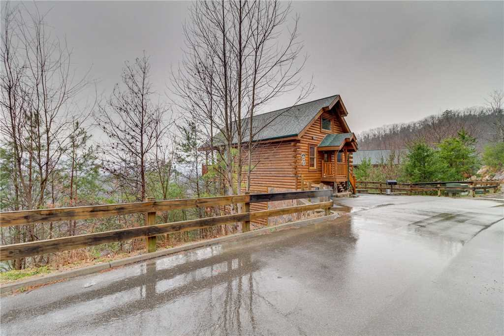 Photo of a Pigeon Forge Cabin named Pleasant View Ridge - This is the fifty-second photo in the set.
