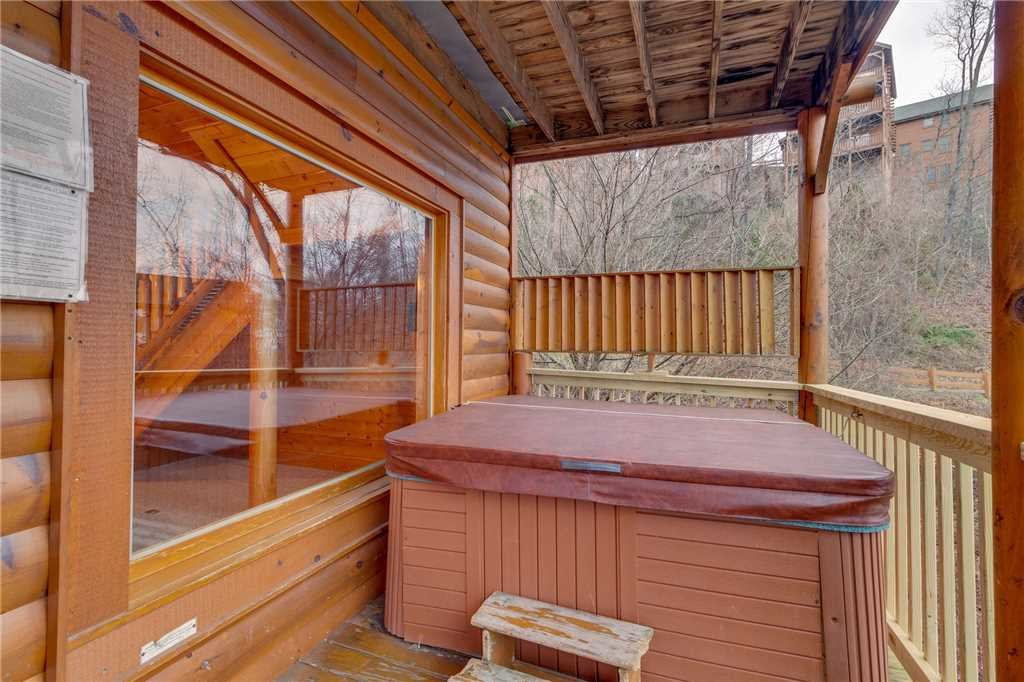 Photo of a Pigeon Forge Cabin named Bearly Believable - This is the fiftieth photo in the set.