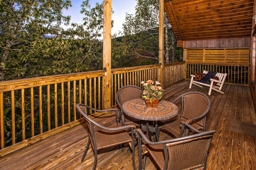 Photo of a Pigeon Forge Cabin named Majestic Forest - This is the twenty-fifth photo in the set.
