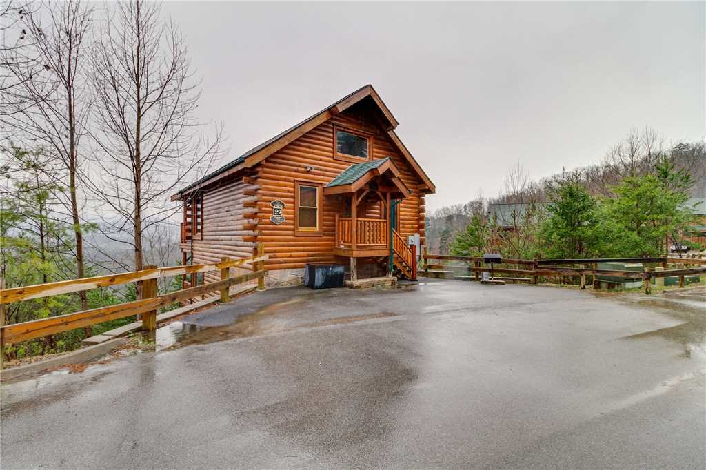 Photo of a Pigeon Forge Cabin named Pleasant View Ridge - This is the fifty-first photo in the set.