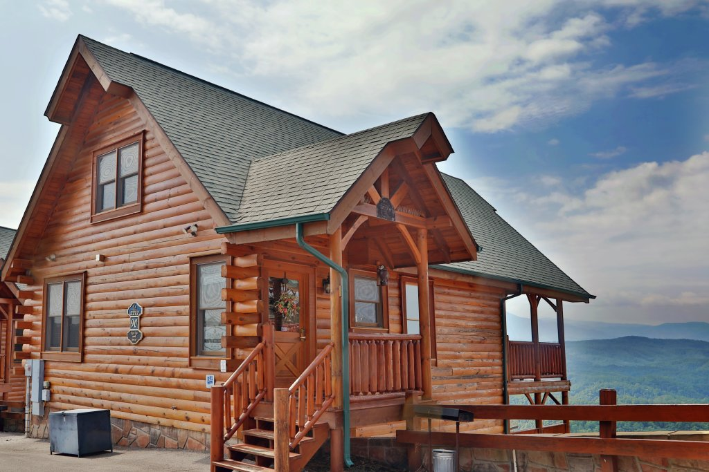 Photo of a Pigeon Forge Cabin named Up, Up & Away - This is the first photo in the set.