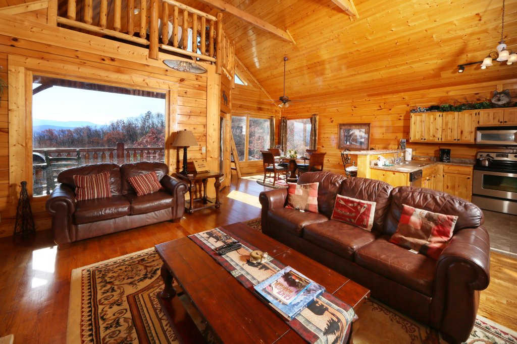 Photo of a Pigeon Forge Cabin named Howling Wolf - This is the seventh photo in the set.