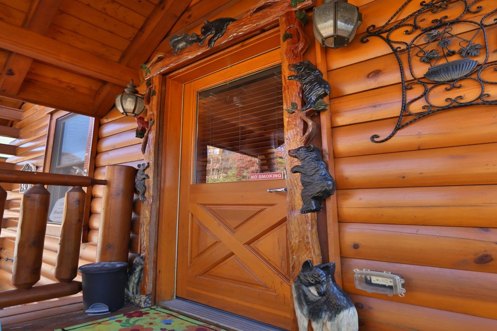 Photo of a Pigeon Forge Cabin named Howling Wolf - This is the sixth photo in the set.