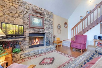 Bear Trails, 2 Bedrooms, Pool Access, Fireplace, Hot Tub, Wifi, Sleeps 6
