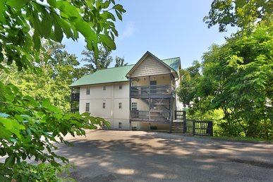 Pinnacle View A A 3 Bedroom Chalet That Sleeps 10. Access To Resort Amenities