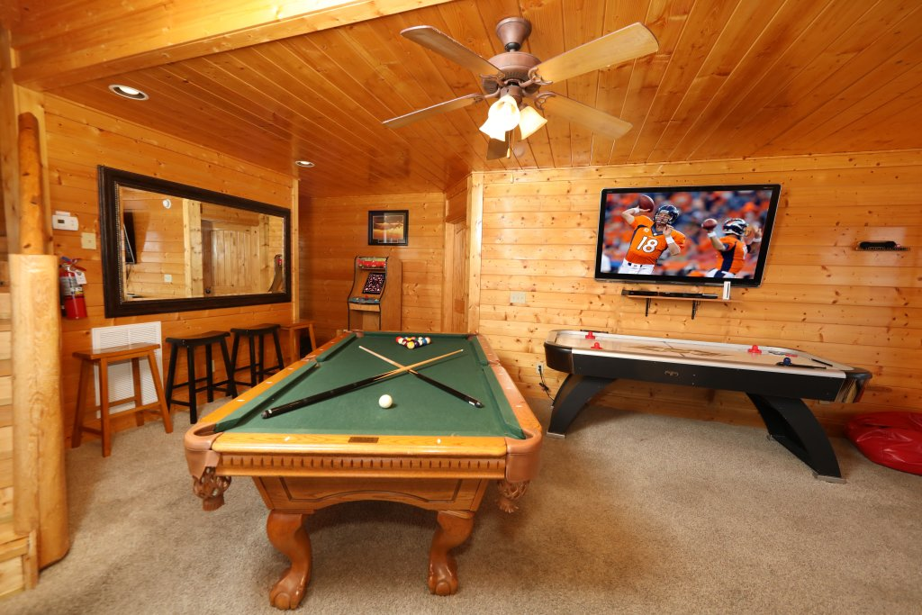 Photo of a Pigeon Forge Cabin named Up, Up & Away - This is the twenty-third photo in the set.