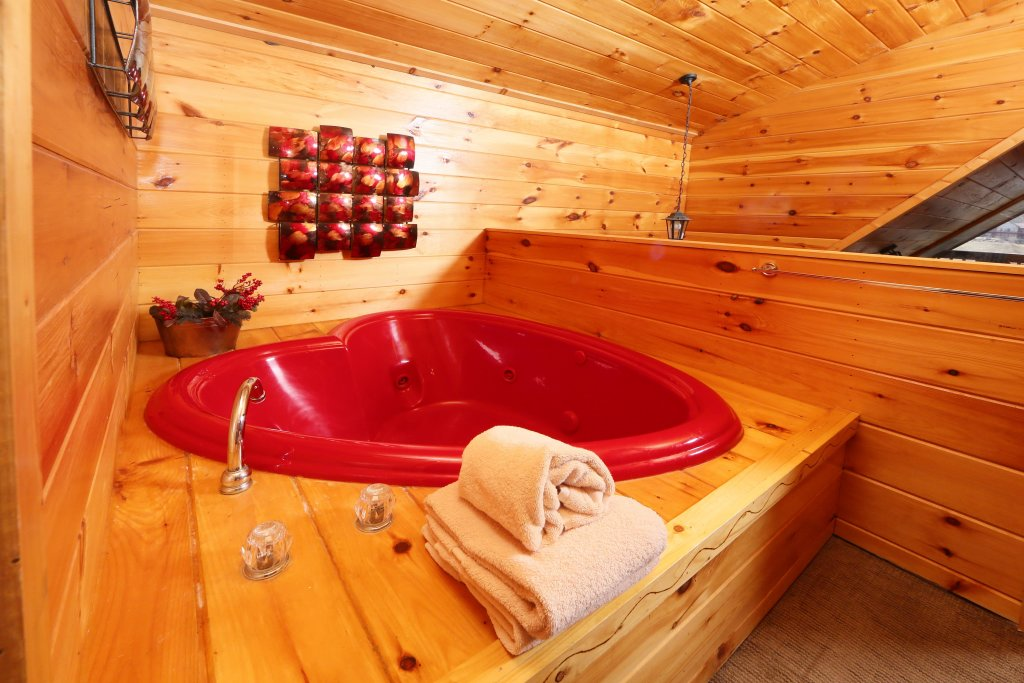 Photo of a Sevierville Cabin named Fireside Memories - This is the nineteenth photo in the set.
