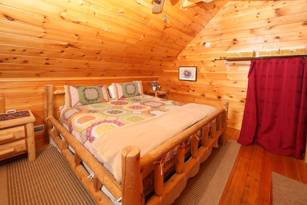 Photo of a Sevierville Cabin named Fireside Memories - This is the twentieth photo in the set.