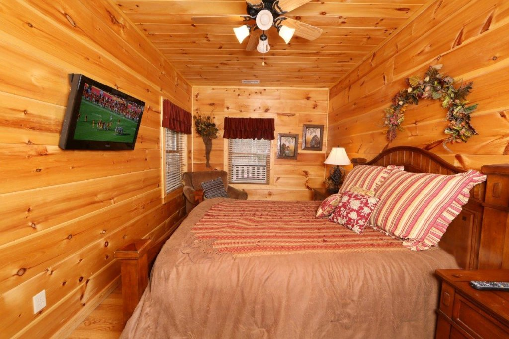Photo of a Pigeon Forge Cabin named Smoky Mountain Getaway - This is the fifteenth photo in the set.