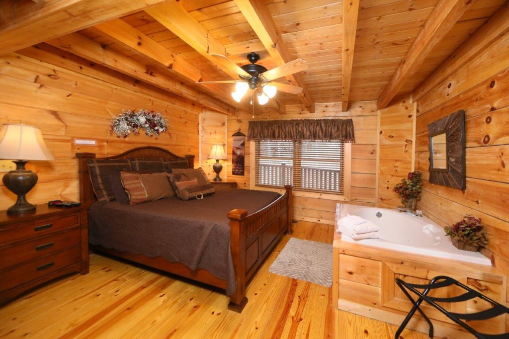 Photo of a Pigeon Forge Cabin named Smoky Mountain Getaway - This is the twenty-third photo in the set.