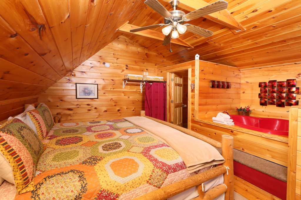 Photo of a Gatlinburg Cabin named Fireside Memories - This is the seventeenth photo in the set.