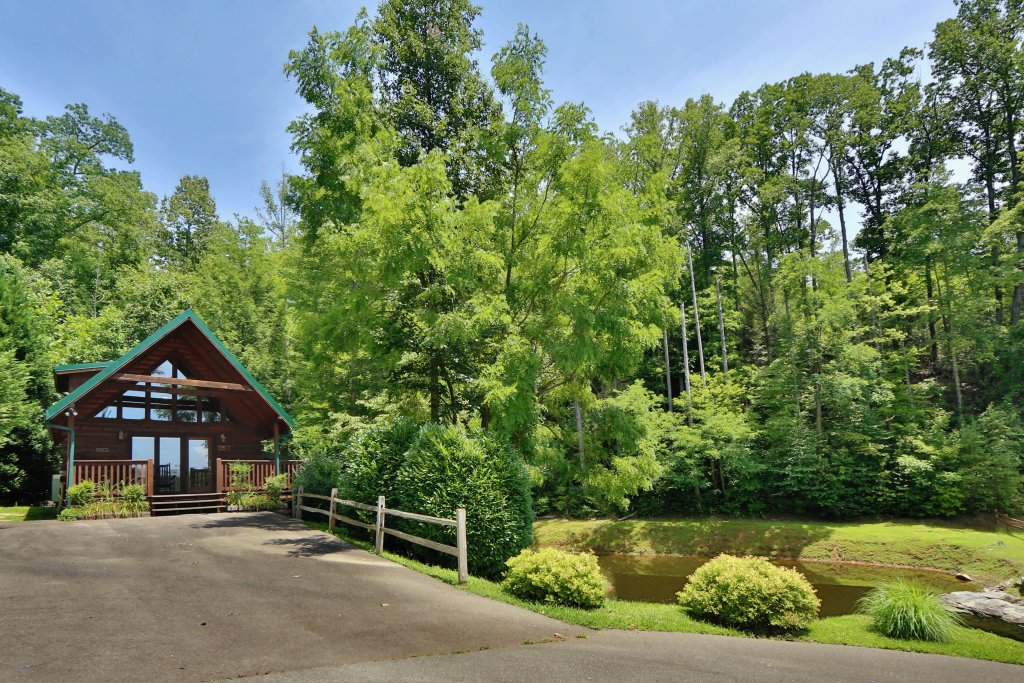 Photo of a Gatlinburg Cabin named Hugs N Kisses - This is the first photo in the set.