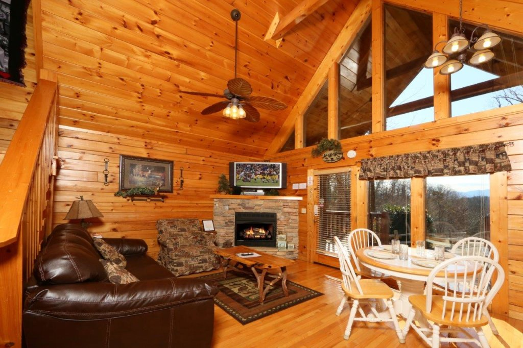 Photo of a Gatlinburg Cabin named Hugs N Kisses - This is the tenth photo in the set.