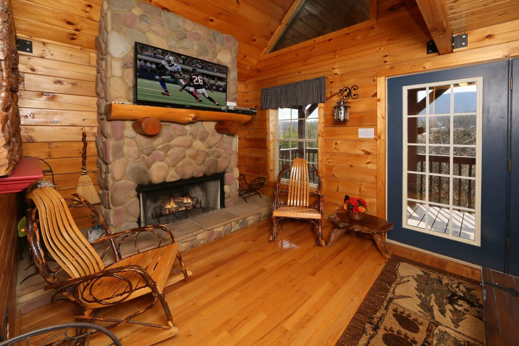Photo of a Sevierville Cabin named Fireside Memories - This is the eighth photo in the set.
