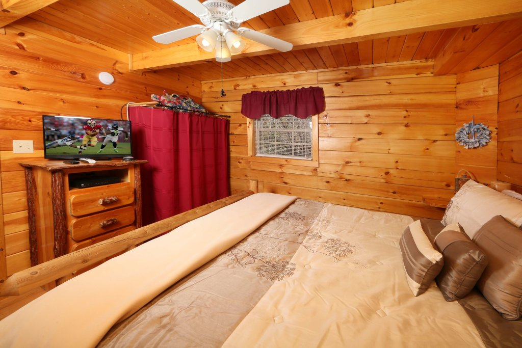 Photo of a Gatlinburg Cabin named Fireside Memories - This is the fifteenth photo in the set.