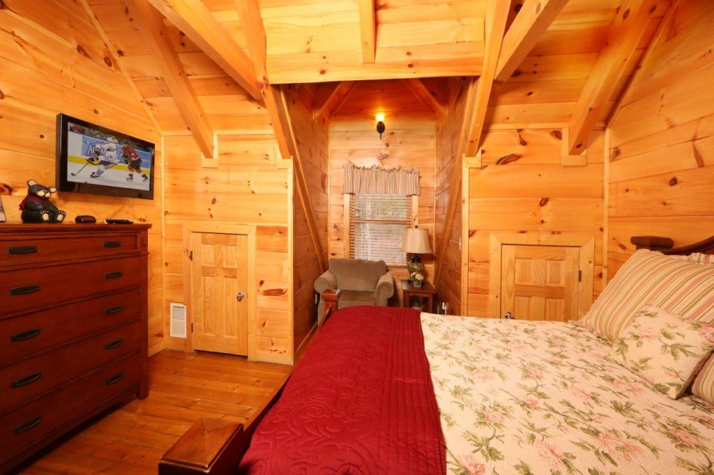 Photo of a Pigeon Forge Cabin named Smoky Mountain Getaway - This is the sixteenth photo in the set.